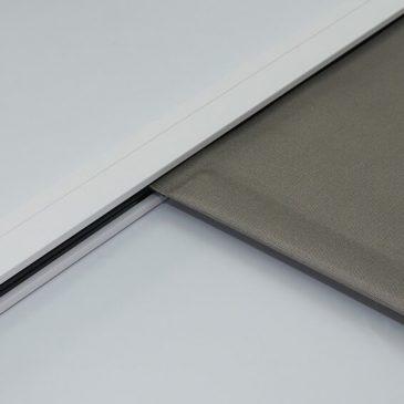 KuroLok zipped edge blackout roller blind system fabric pocket hembar